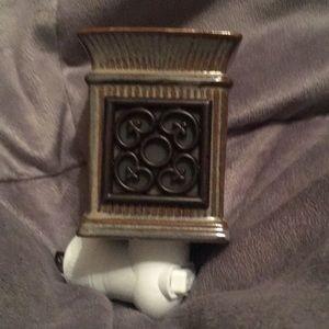 Scentsy mini warmer in EUC. Earthy colors. Perfect